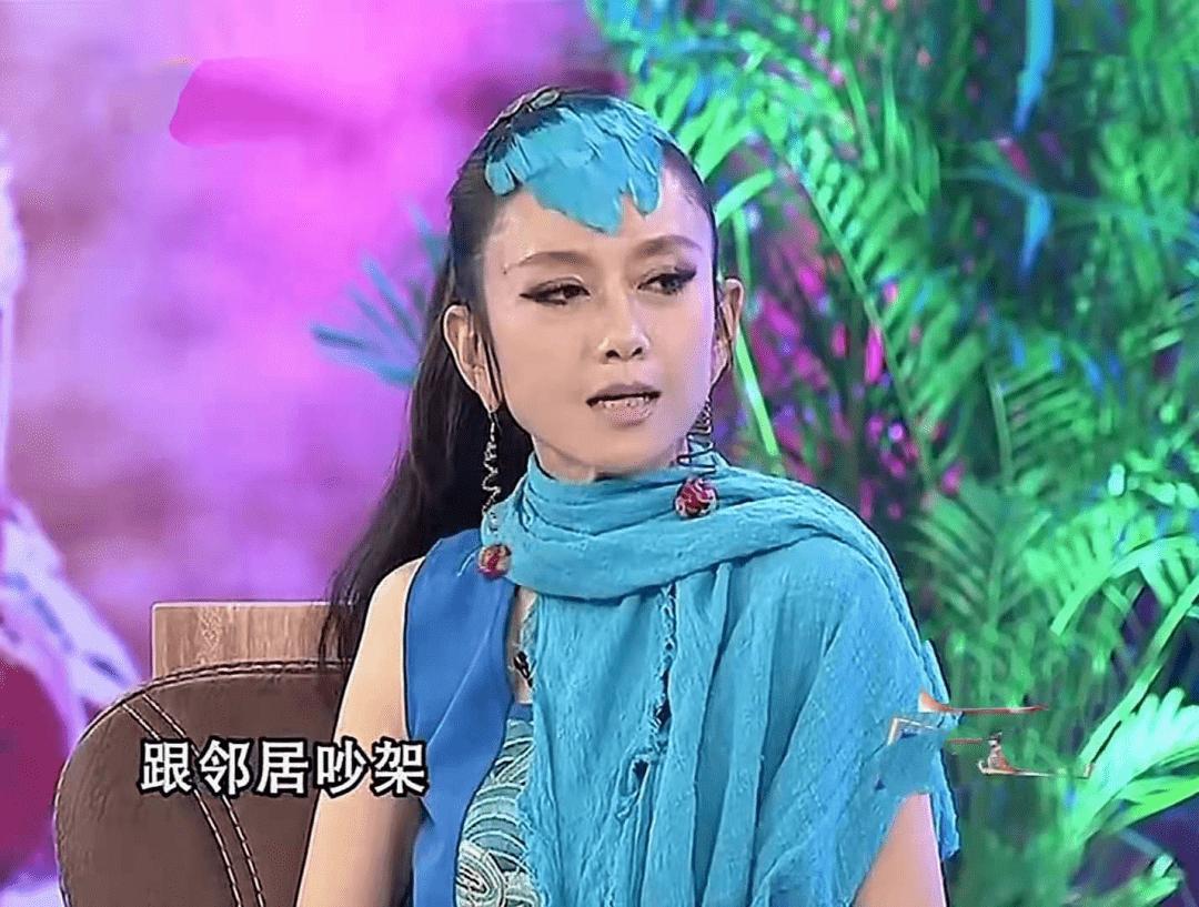62岁杨丽萍不结婚生子,指甲太长不便搀扶老母亲,为了跳舞放弃这些值得吗  第10张