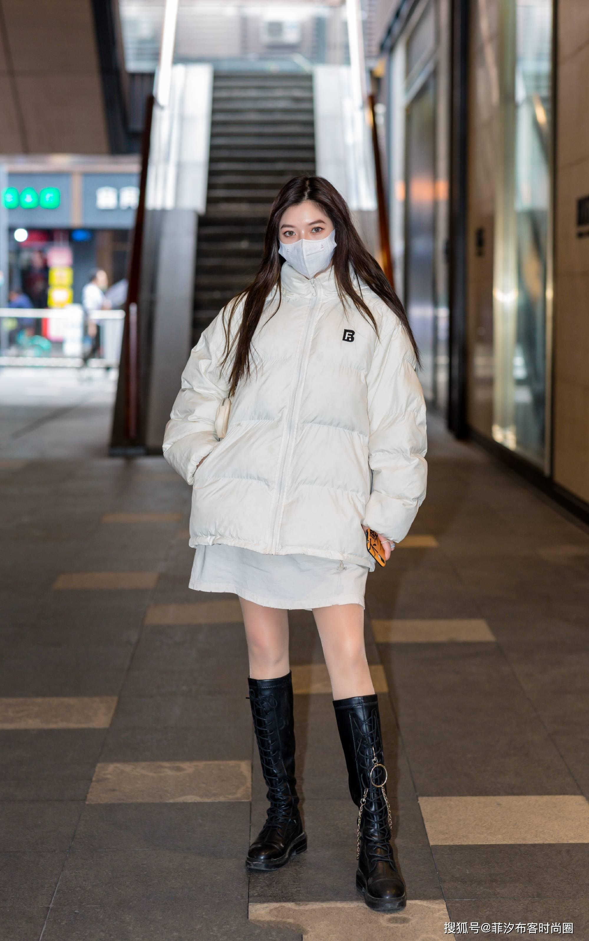 全国冻哭地图来袭,时尚小姐姐一件羽绒服,轻松暖暖过一冬