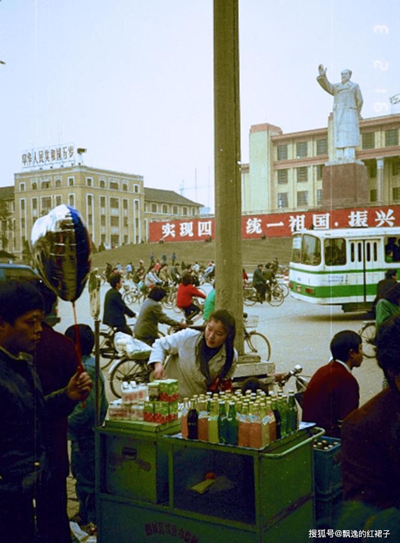 老照片:法国人拍摄的1991年的成都,繁华大气现代化