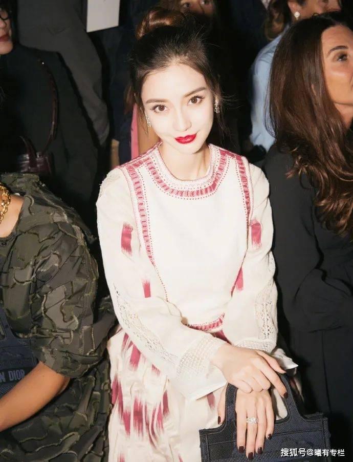 原创杨颖:香港年轻模特向四小花旦转变的时尚资源之路