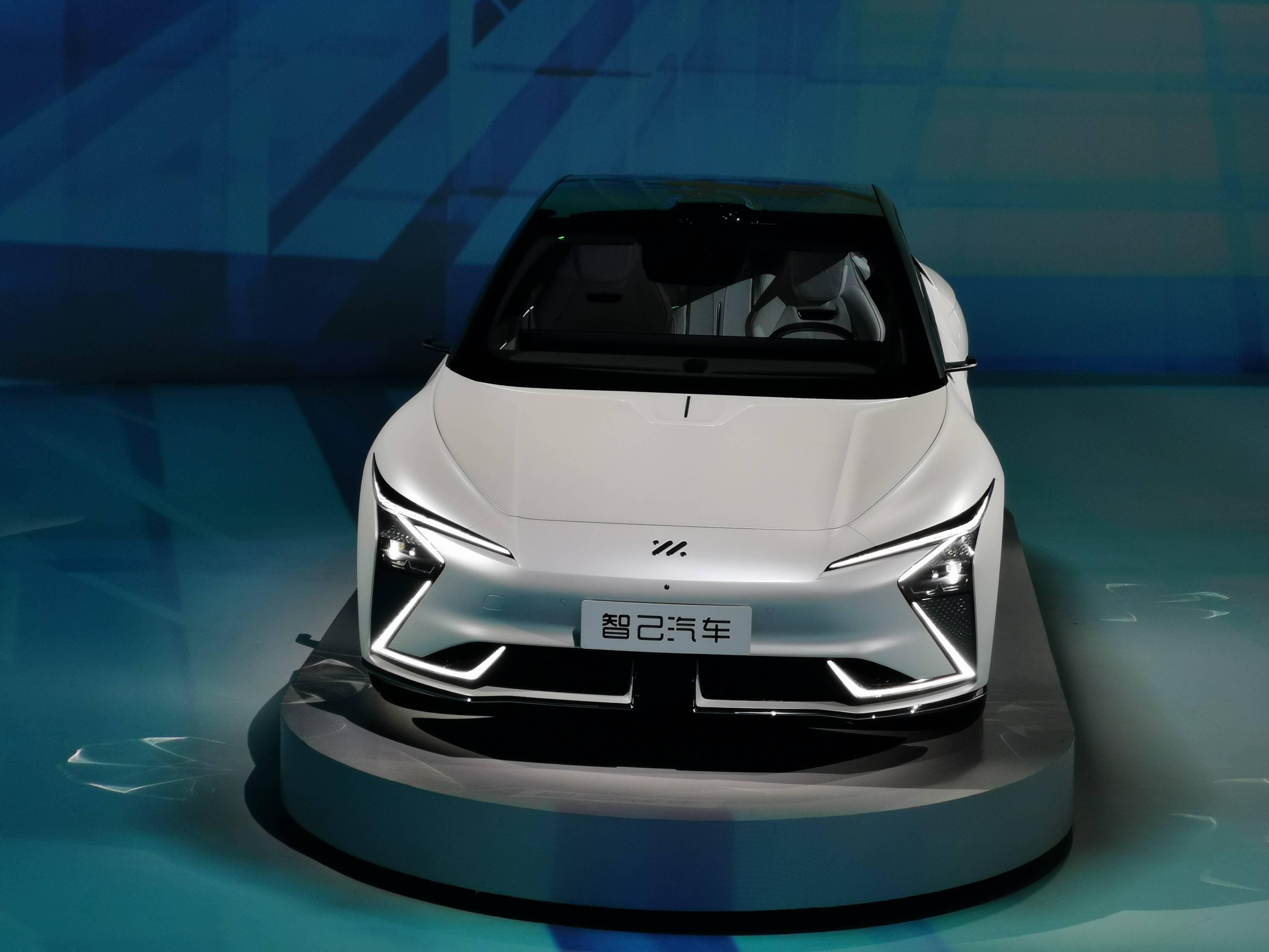 最初的智基车诞生了,以SAIC和阿里为后盾,专注于智能、电动和豪华