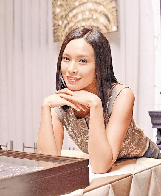 港姐朱慧敏:两遇渣男,梁荣忠钟丽淇因她分手,39岁终觅得良缘  第11张