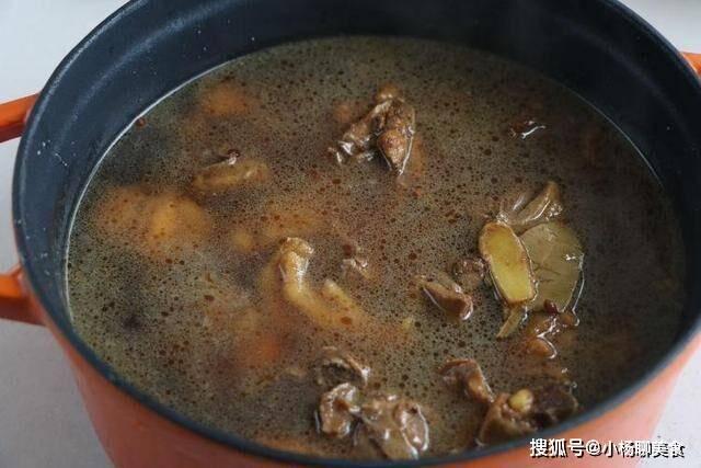 南方过年一道主菜,鸡肉配蘑菇,换个做法味香入骨