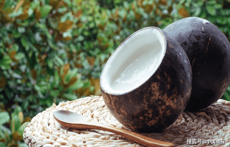 """包装用椰子树被指责换汤不换药。""""中年危机""""在于解决困难"""