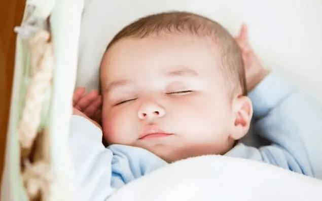 """小嬰兒何時能開始""""睡整覺""""?寶媽提前做好引導,晚上帶娃更輕鬆"""