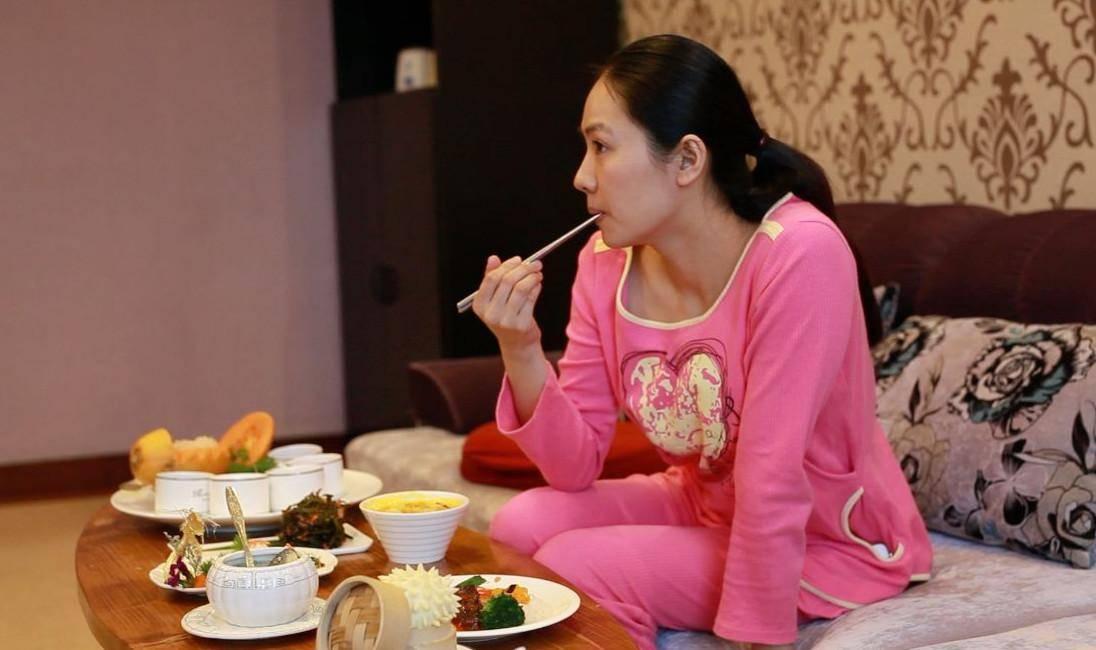 """孕妇预产期前,别吃三种食物,容易引起""""假宫缩"""",加大分娩难度"""