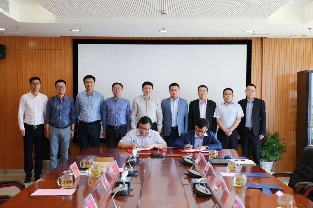 邹博董事长先容了山东高速团体及山东高