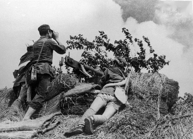 解放军俘虏敌军司令,粟裕却以礼相待:南昌起义,他是我团长