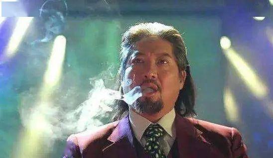 洪金宝才是娱乐圈大佬,黄晓明蹲着问好,成龙毕恭毕敬的给他扇风