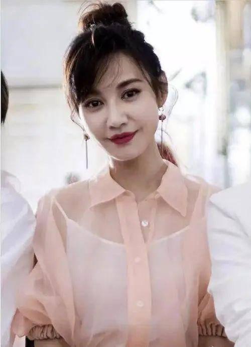 江玉燕晒后台化妆照,脸型和五官变化都很大,没之前漂亮了!