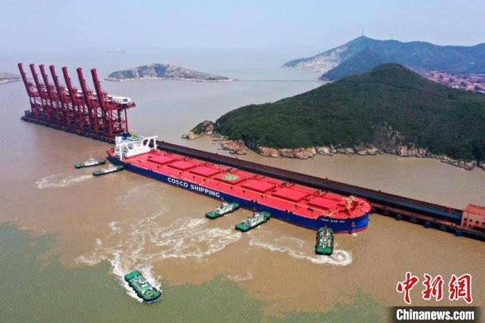 中国最大海上铁矿石中转基地逆势