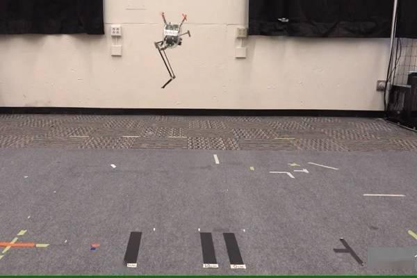 加州大学的单腿跳跃机器人已能实现精准着陆