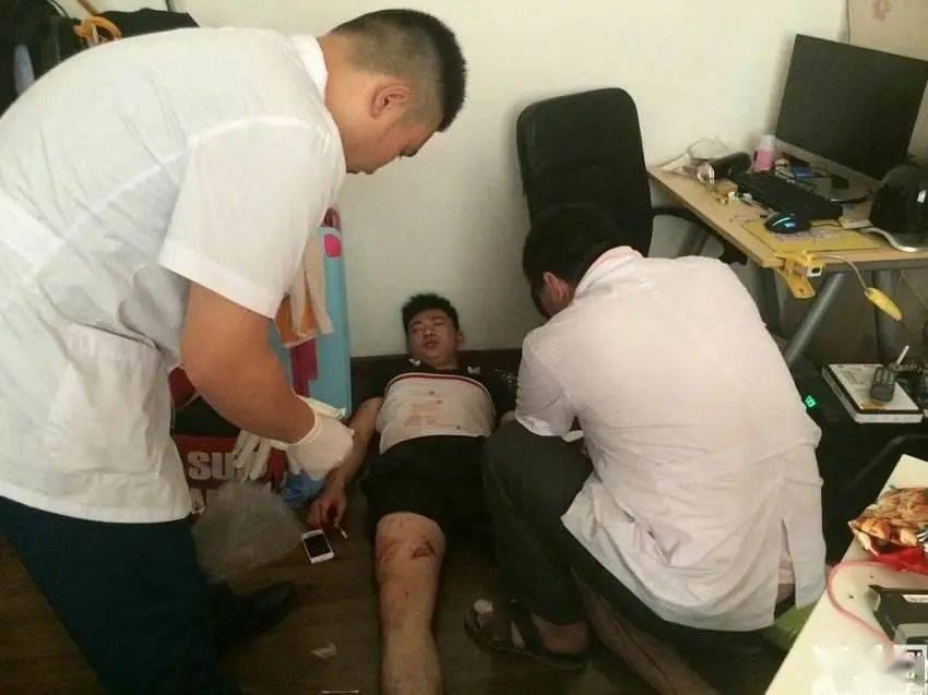深圳丨少年躺在地上意识模糊,地上血迹斑斑,救助道:你们快来救我!