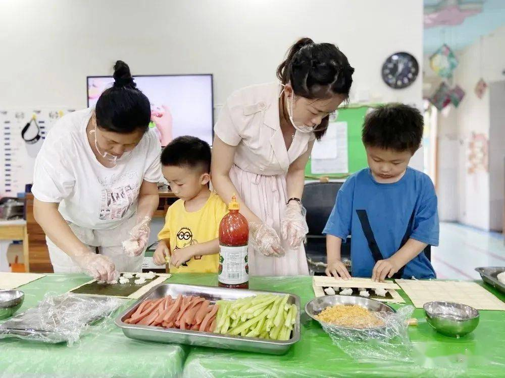 """梁塘县中心幼儿园开展""""你养我 我陪你白头 我给"""