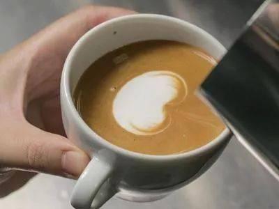 咖啡拉花的时机和原理 | 杯口宽窄、注入高低角度都有影响! 防坑必看 第8张