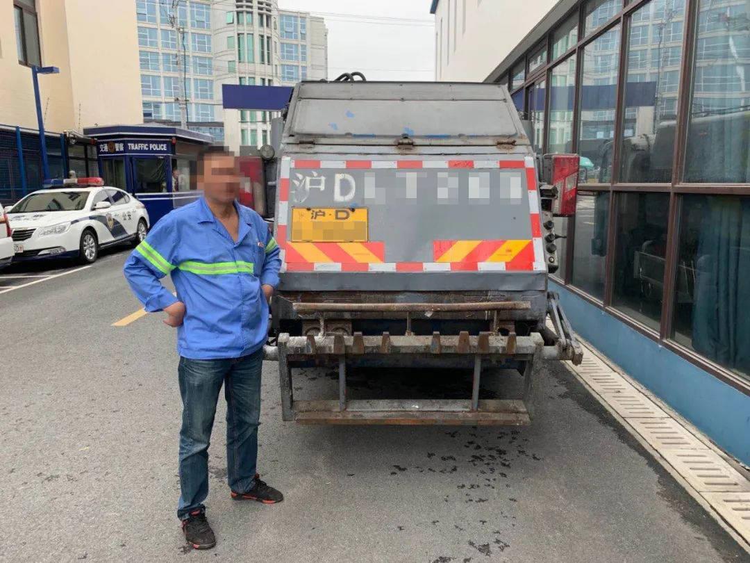 环卫工闯红灯记8分罚300元,上海交警上门进行安全教育