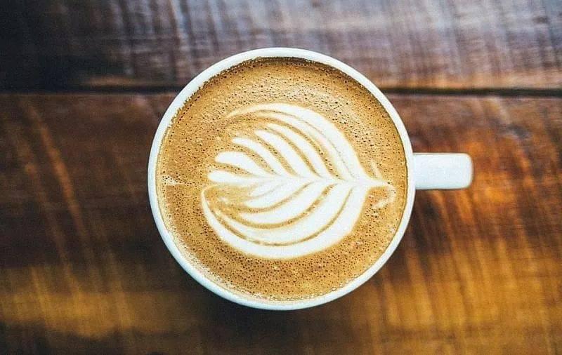 咖啡拉花的时机和原理 | 杯口宽窄、注入高低角度都有影响! 防坑必看 第1张