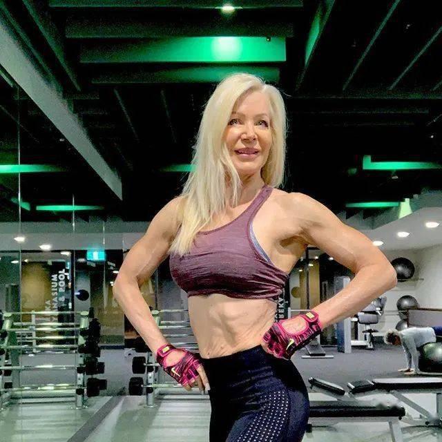 她48岁开始健身,64岁时身材如20岁少女,撸铁16年! 中级健身 第30张