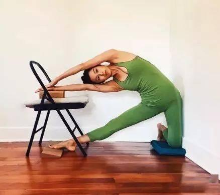 瑜伽体式,伸展肋间肌的门闩式 减肥窍门 第12张