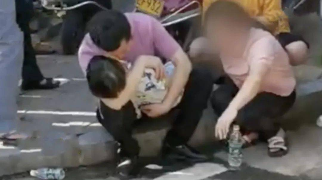 端午节4岁男童被锁车内身亡!涉事邻居被刑拘