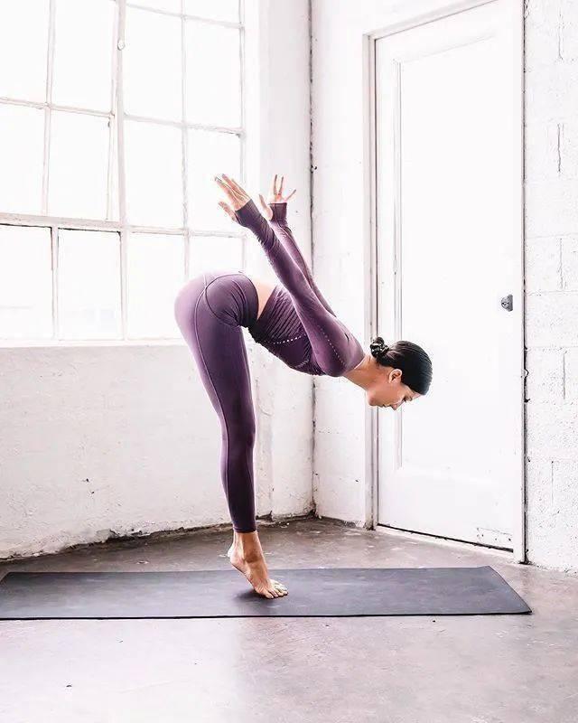 经络不通代谢慢?这套流瑜伽序列舒展全身,越练越年轻! 减肥窍门 第1张