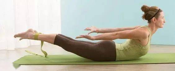 1个瑜伽体式每天练,增强核心改善体态,越练越优雅!_蝗虫 高级健身 第9张