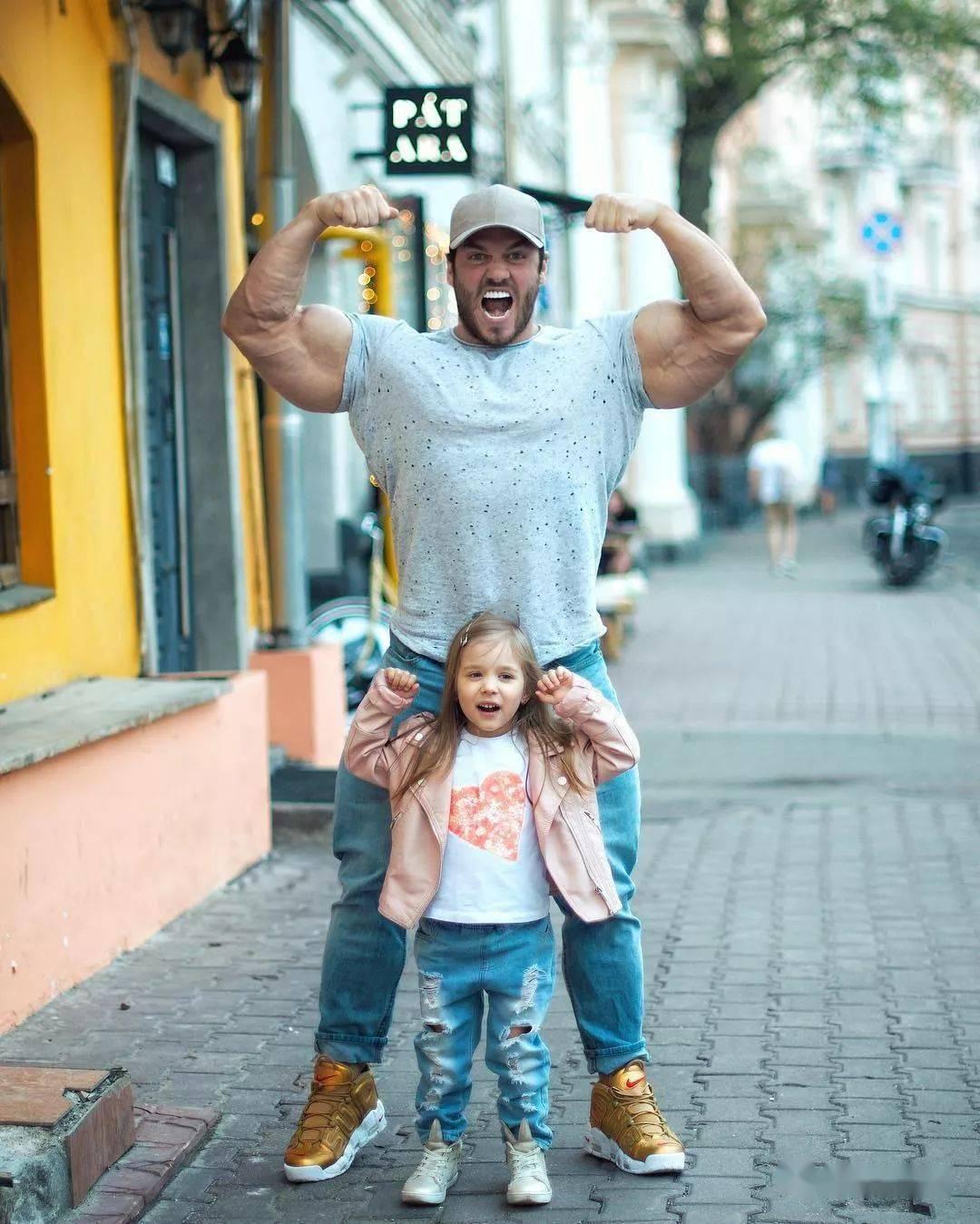 55cm臂围的肌肉硬汉,看了他的奶爸日常,我都想生娃了 初级健身 第14张