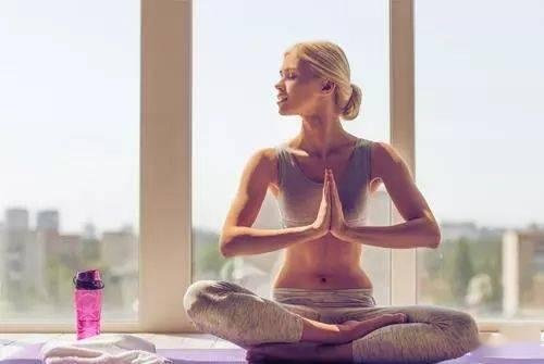 这几个基础瑜伽体式,每天练习增加身体柔韧,加强核心! 这几个基础瑜伽体式,每天练习增加身体柔韧,加强核心! 初级健身