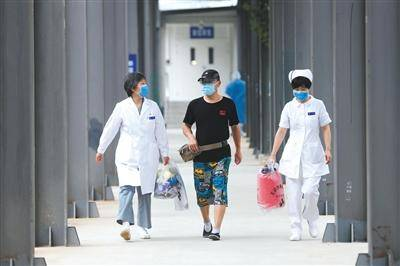新发地相关疫情首例治愈患者出院