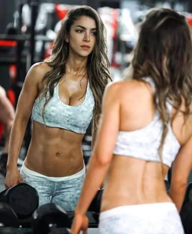 按照肌肉维度排序,这5位健身女神你更喜欢谁? 中级健身 第1张