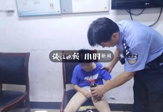 杭州一对姐弟吵架,9岁弟弟气不过要跳楼,多亏民警及时赶到