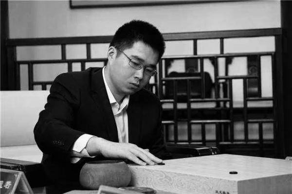 上海24岁棋手范蕴若不幸坠楼身亡 生前患有抑郁症
