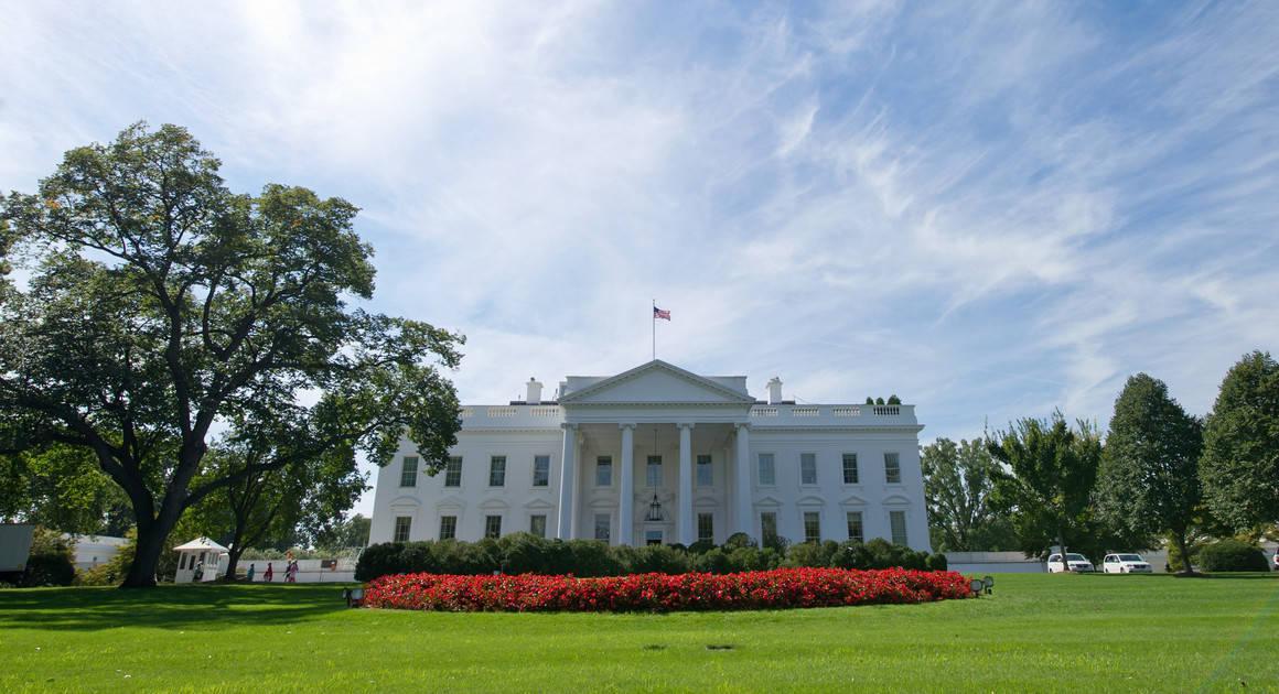 美媒:疫情暴发之初白宫极力淡化,多名大使抛售股票获取暴利
