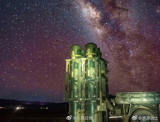 最美的星空最可爱的人!西藏军区某旅星空下夜训