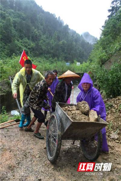 清风头条丨抗洪抢险,湘西州纪检监察干部冲锋在一线