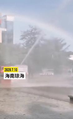海南高考结束,消防员为考生造彩虹送祝