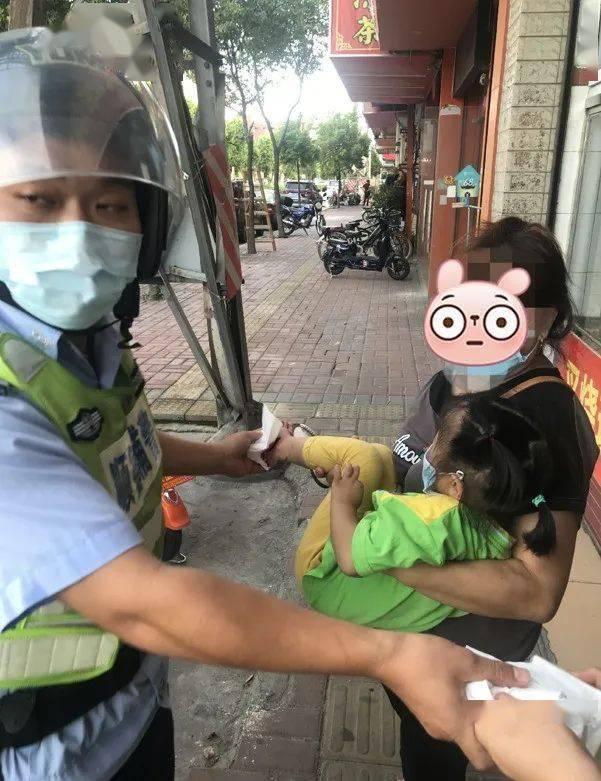 顺德一女孩脚卡车轮内,骑车带孩子的家长要注意!