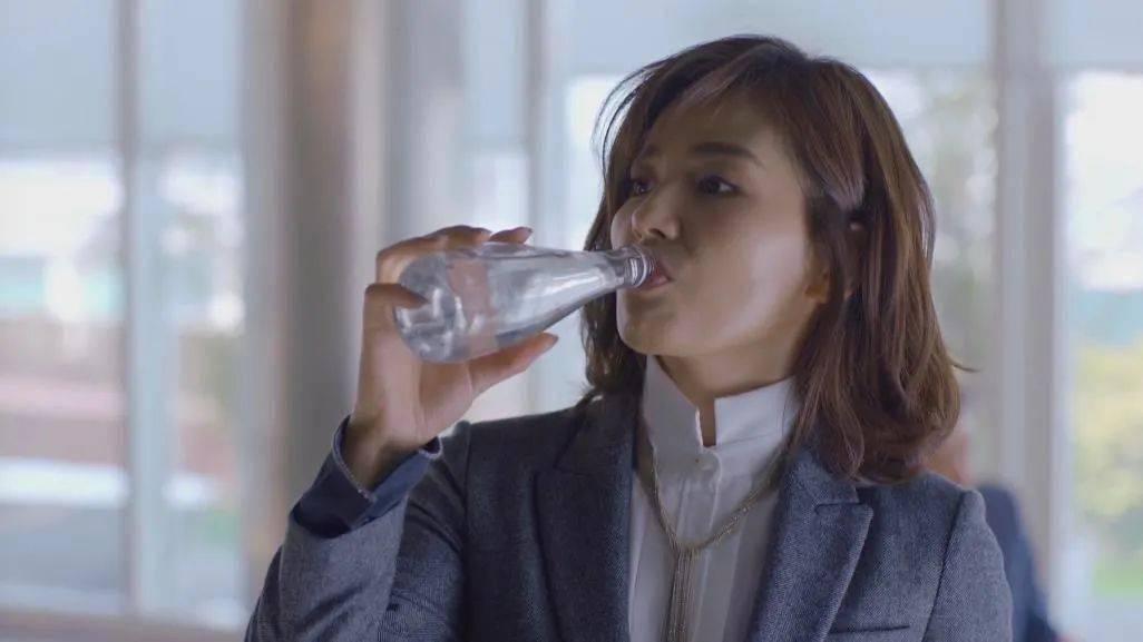 你喝的不是气泡水,是社畜撒不出去的窝囊气