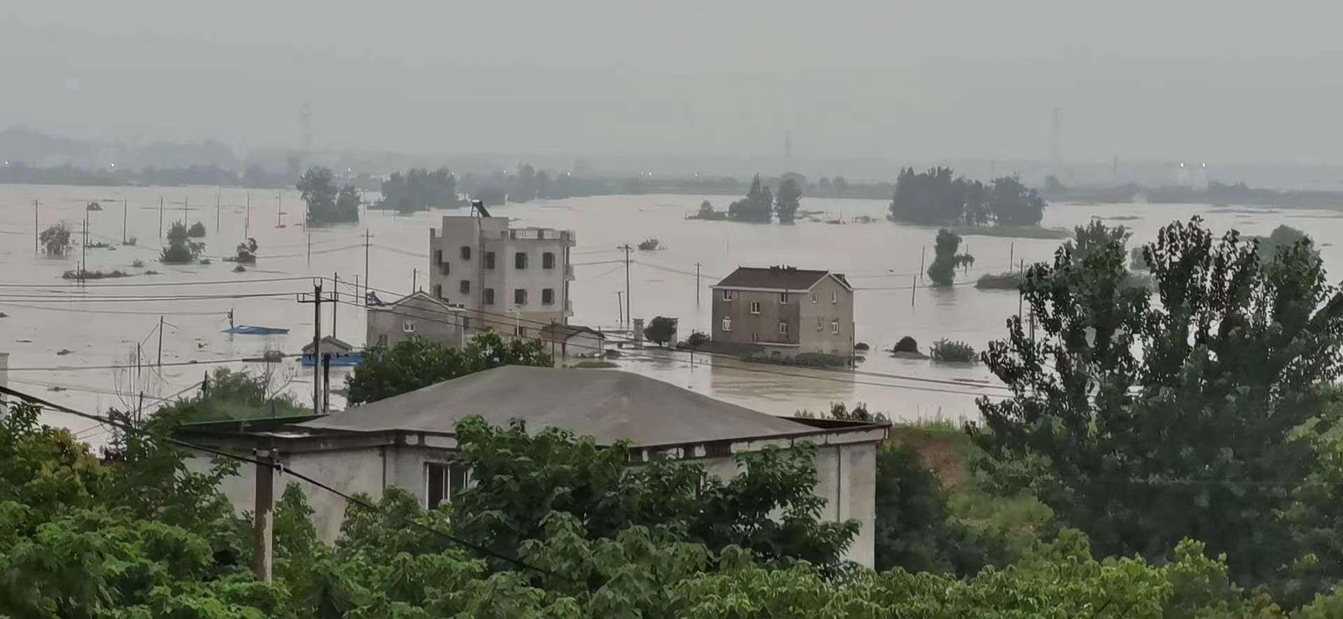 安徽枞阳县城团结圩4年后再溃破,G347国道交通临时中断