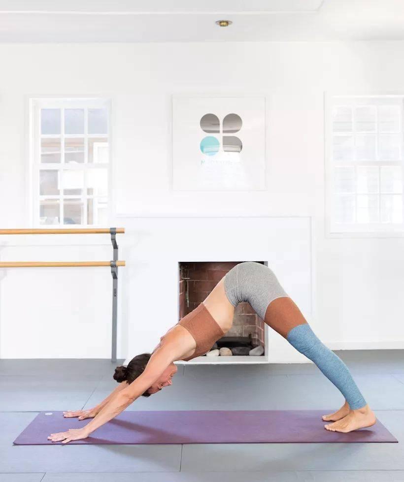 溜肩驼背气质差,这几个瑜伽动作要经常练!
