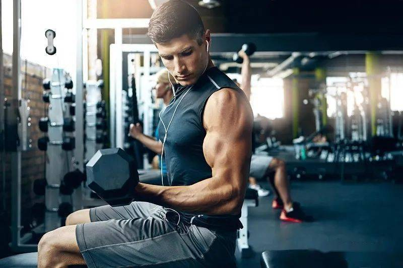这么练出的肌肉,块大,线条清晰,形态匀称