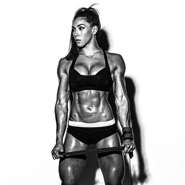 谁说女子肌肉不如男?拉扎尔见了她,也不敢嚣张吧!
