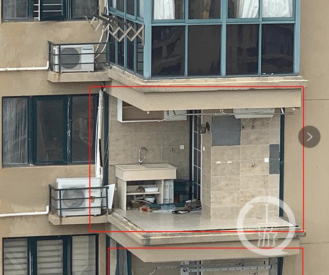 老人被台风吹下11楼坠亡:楼盘验收时官员收巨额贿赂获刑