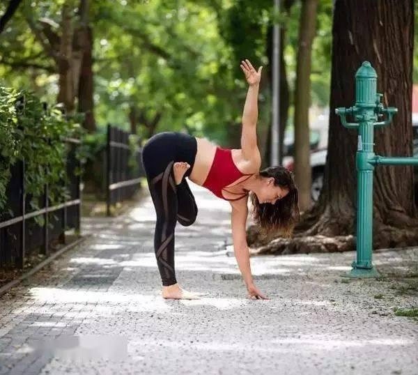 最全瑜伽拉伸体式,拉出美人腿,瘦出超模般的手臂,太厉害了!