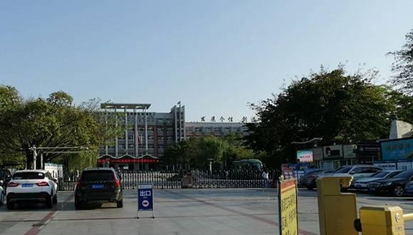 """绵阳涉""""性骚扰""""教师被移送审查起诉,此前遭近200名学生举报"""