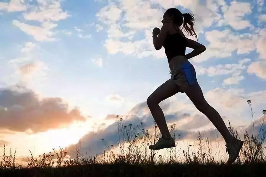 这件事比跑步更伤膝盖,是离死亡最近的动作,你却天天在做!