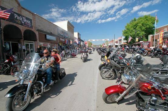 疫情下美国举行25万人摩托车拉力赛现场不强制戴口罩