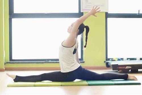 """这些""""稀奇""""瑜伽体式,你也能做到吗?"""