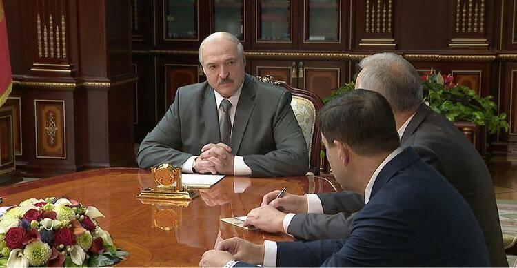 白俄罗斯总统:明斯克骚乱有外部势力干预干与因素 准备与普京讨论当前局势 明斯克会议 普京转笔
