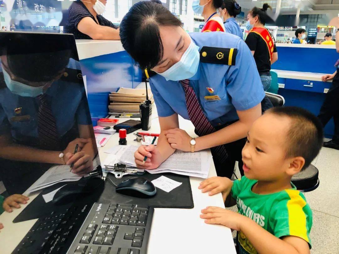 """""""爸爸上厕所走丢"""",南宁东站4岁男孩开启教科书级操作……"""